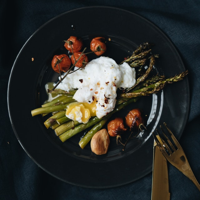 photo-of-poach-egg-on-top-of-asparagus-4050981